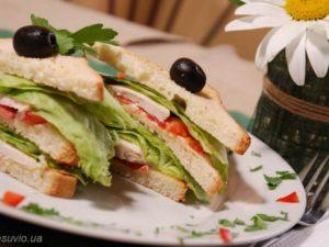 Клаб-сендвіч з куркою